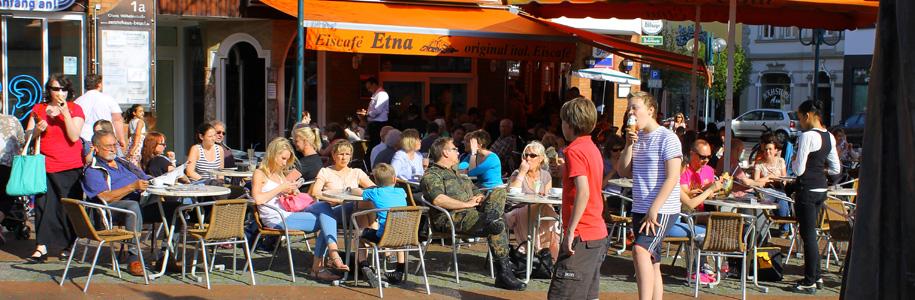 Terrasse im Eiscafe Etna Bonn, Sonneschein